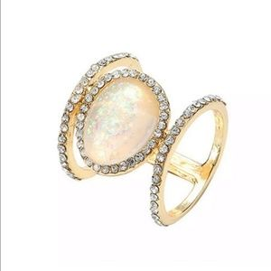Jewelry - Yellow gold opal ring